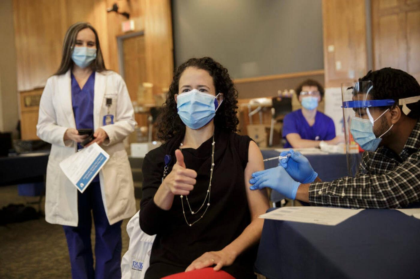 latinos-doctors-vaccine