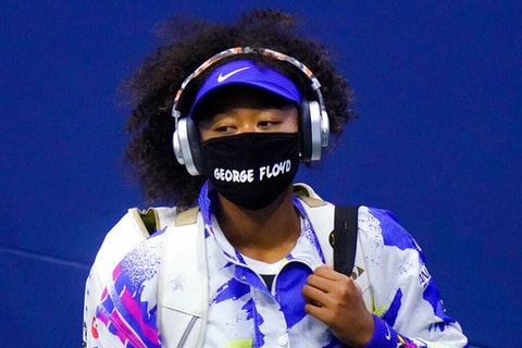 "Naomi Osaka wears a protective mask due to the COVID-19 virus outbreak, featuring the name ""George Floyd"", while arriving at the 2020 US Open. (Image via AP Photo/Frank Franklin II)"