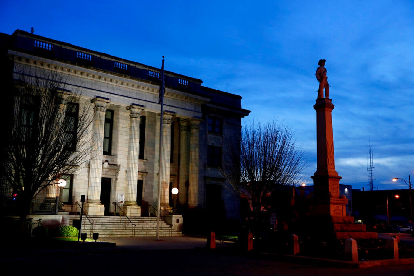 A monument to Confederate soldiers is seen in front of the Alamance County Courthouse in Graham, NC, in 2020. (Image via AP Photo/Jacquelyn Martin, File)