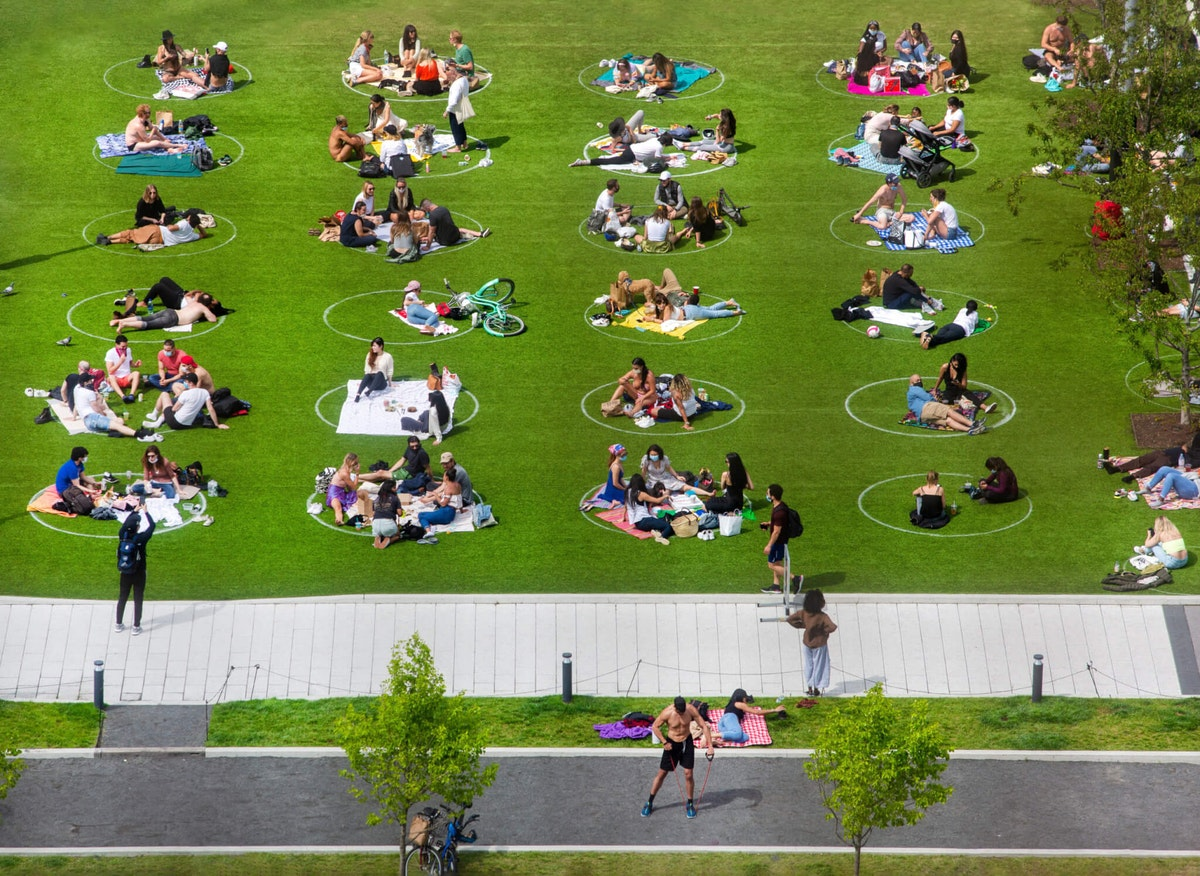Social-distancing-at-the-park