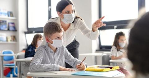 Children-with-teacher