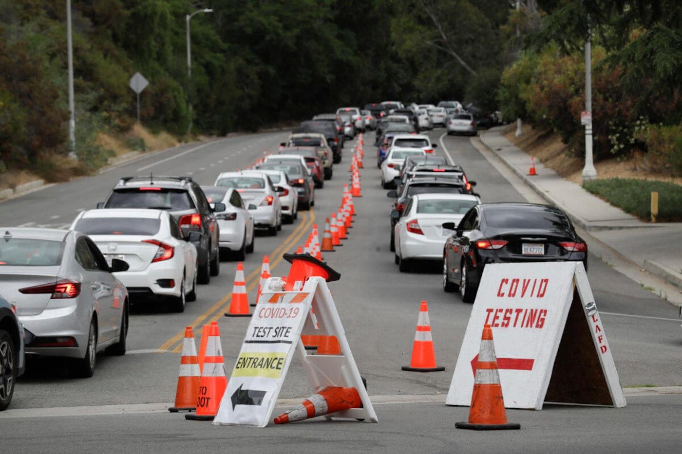 Motorists line up at a coronavirus testing site. (AP Photo/Marcio Jose Sanchez)