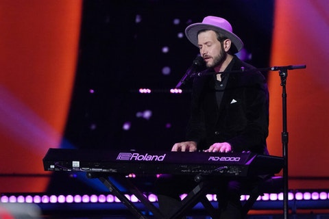 """THE VOICE  -- """"Blind Auditions"""" Episode 1902 --  Pictured: Sid Kingsley -- (Photo by: Tyler Golden/NBC)"""