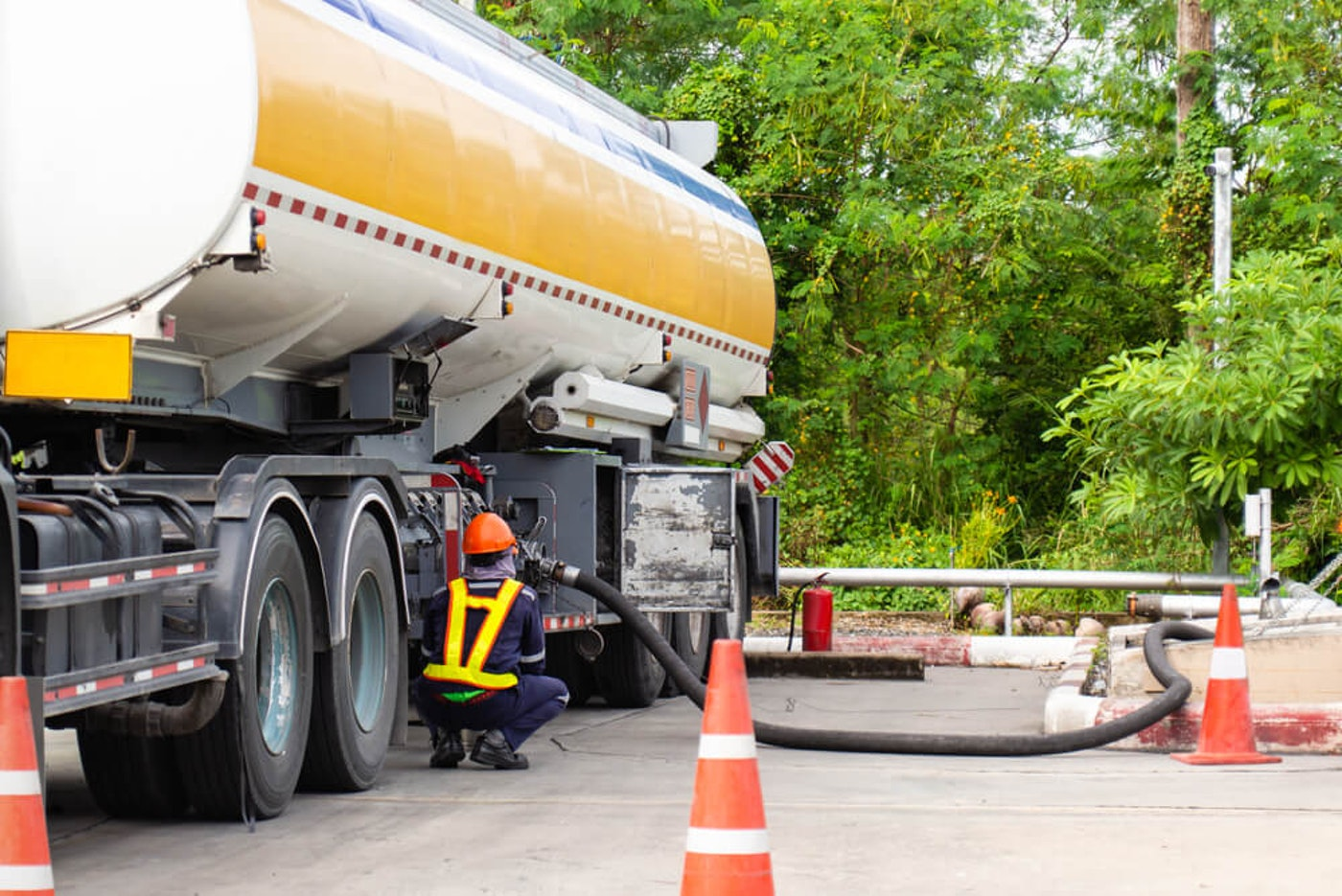 Fueling,Up,A,Freight,Transport,Truck,fuel,Delivery,Tanker