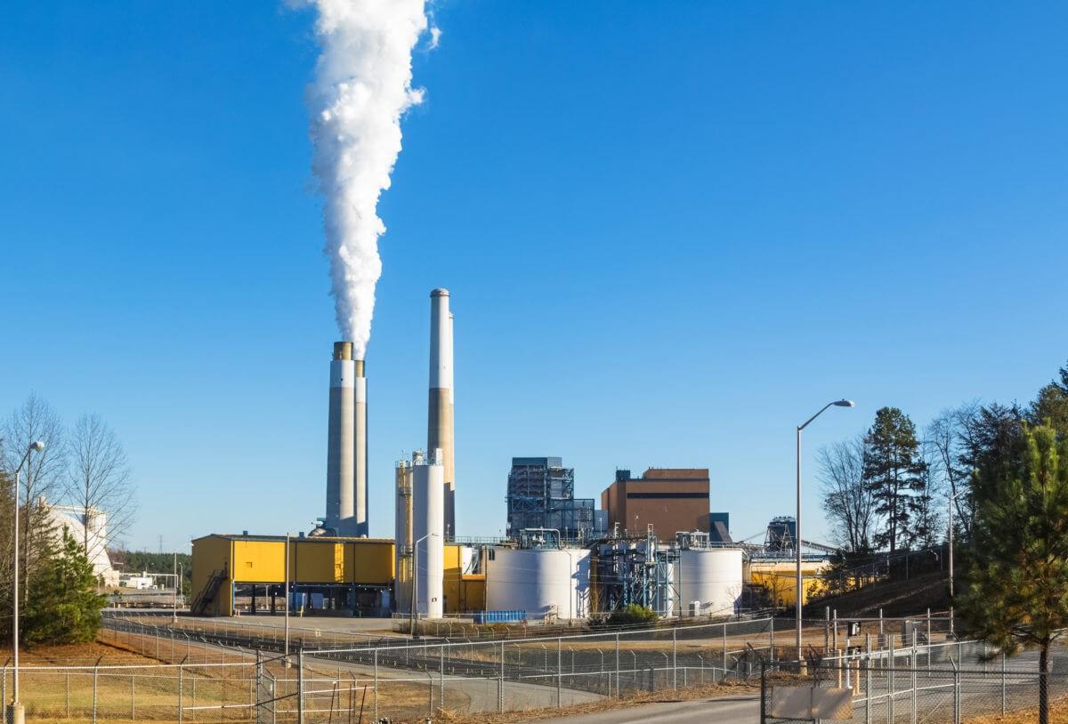 Image of coal fired steam station on Belews Lake, North Carolina, via Shutterstock