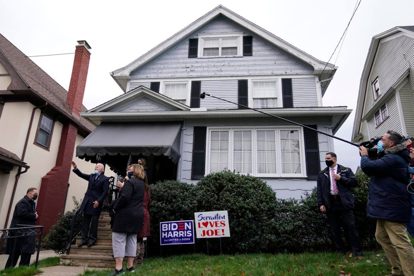 Democratic presidential candidate former Vice President Joe Biden waves while visiting his boyhood home during a stop in Scranton, Pa., Tuesday, Nov. 3, 2020. (AP Photo/Carolyn Kaster)