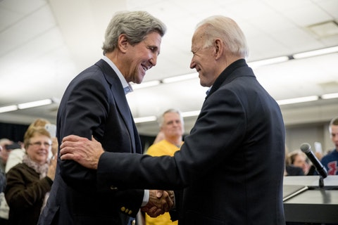 John Kerry shakes hands with Joe Biden