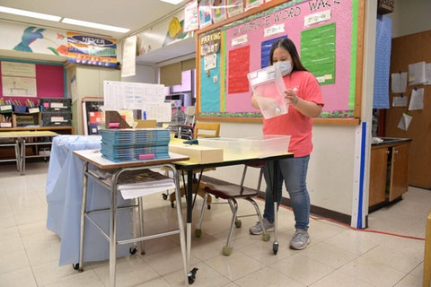 Schoolteacher Melissa Wong packs up the classroom that she appropriated for virtual teaching just a couple of months earlier on November 19, 2020 at Yung Wing School P.S. 124 in New York City. NYC (Photo by Michael Loccisano/Getty Images)