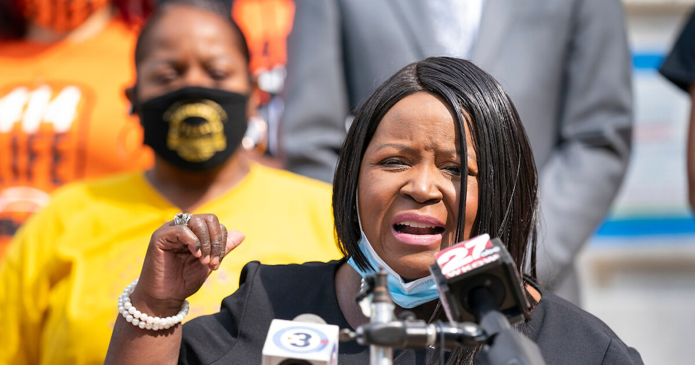 Rep. Shelia Stubbs (D-Madison) joins activists and community leaders Aug. 31, 2020, at the Capitol in calling for lawmakers to act on police reform bills. (Photo © Andy Manis)