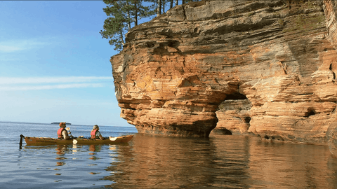 Mawikwe Bay sea caves along the coast of Lake Superior. (Photo courtesy of Lost Creek Adventures)
