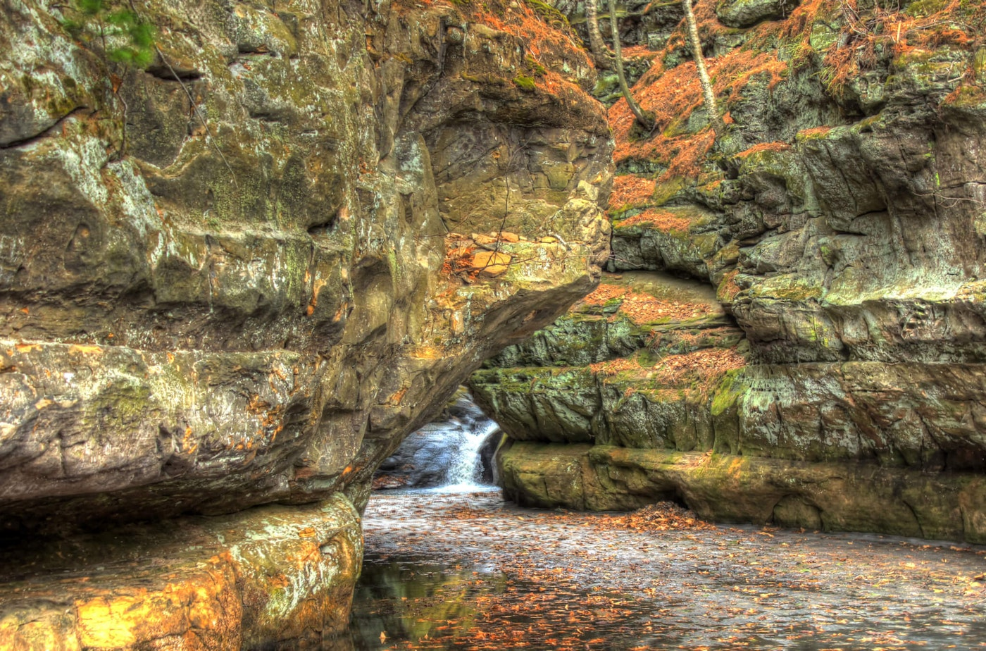 The scenic gorge at Pewit's Nest in Baraboo. (Photo Courtesy of Wikimedia Commons)