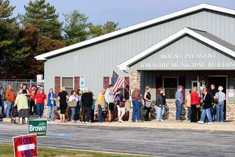 Voters wait in line to cast their ballots in the 2016 presidential election in Mount Pleasant Township, Adams County. (Shutterstock/Bill Dowling)