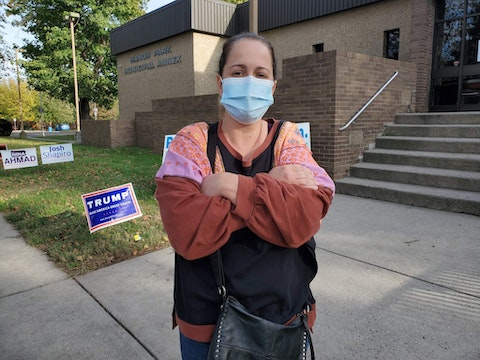 Danielle Pasteur stands outside her polling place in Lower Bucks County on Tuesday, Nov. 3, 2020. (Keystone Photo/Gema María Duarte)