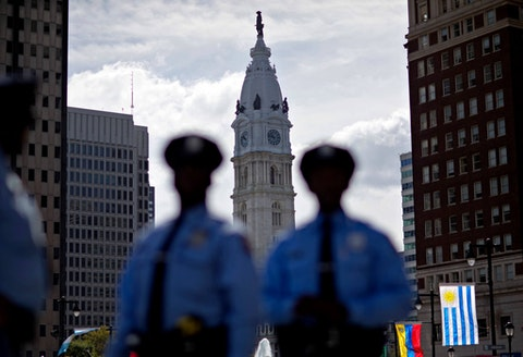 Police stand along Benjamin Franklin Parkway as City Hall stands in the background in 2015. (AP Photo/David Goldman)