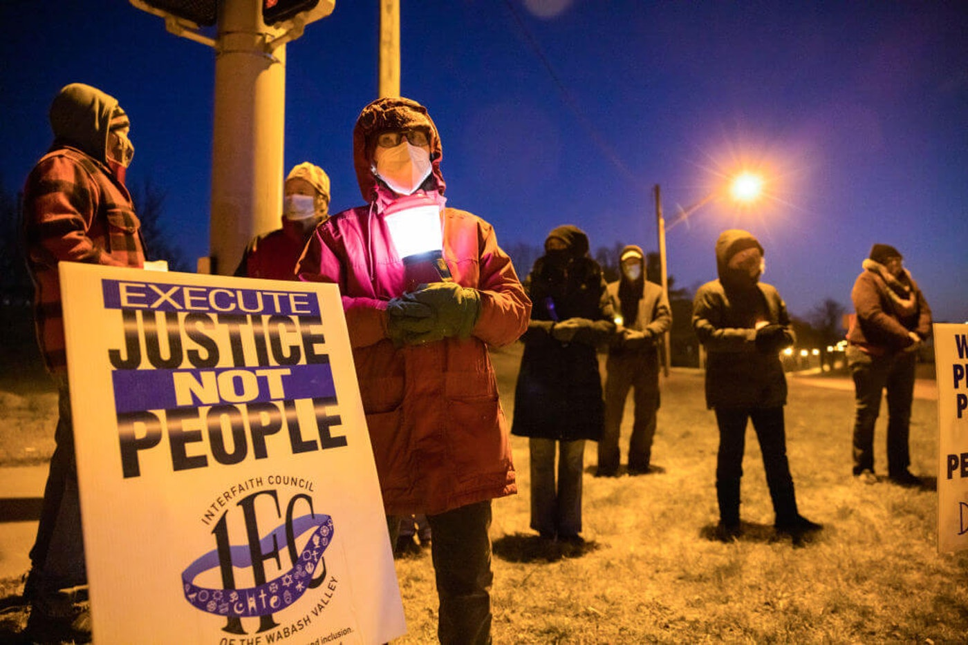 BLOOMINGTON, INDIANA, UNITED STATES - 2021/01/12: Bloomington anti-death-penalty activist Glenda Breeden holds a lamp while protesting against the execution of Lisa Montgomery, and two others, which are scheduled at Terre Haute Federal Prison this week. Montgomery was to be put to death on Tuesday. United States president Donald Trump's administration has sped up the execution of prisoners on death row during the last months of his presidency. Montgomery will be the first woman to be executed by the federal government in almost 70 years. (Photo by Jeremy Hogan/SOPA Images/LightRocket via Getty Images)