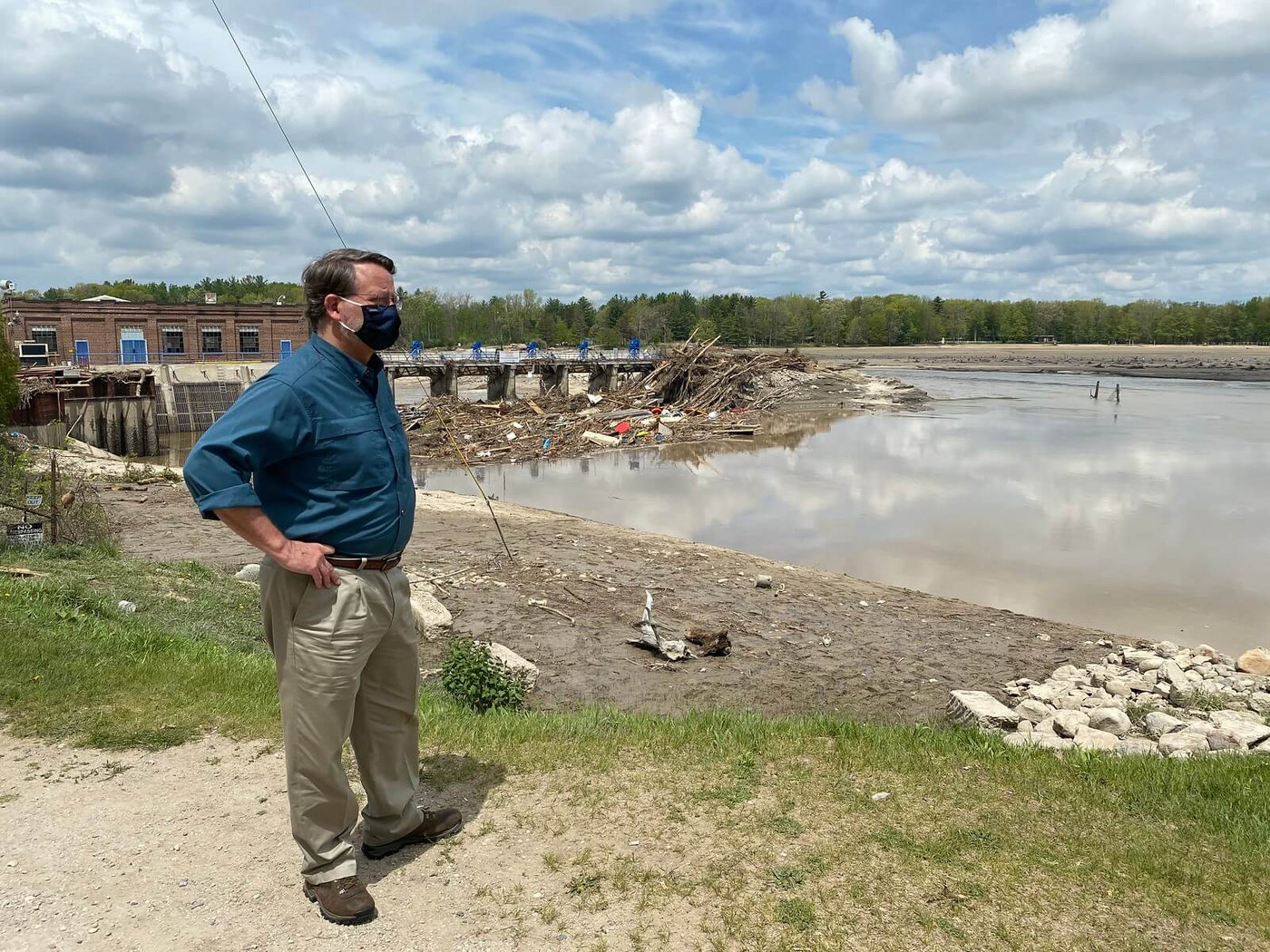 Sen. Peters surveying flood damage. Photo courtesy Sen. Peters' office.