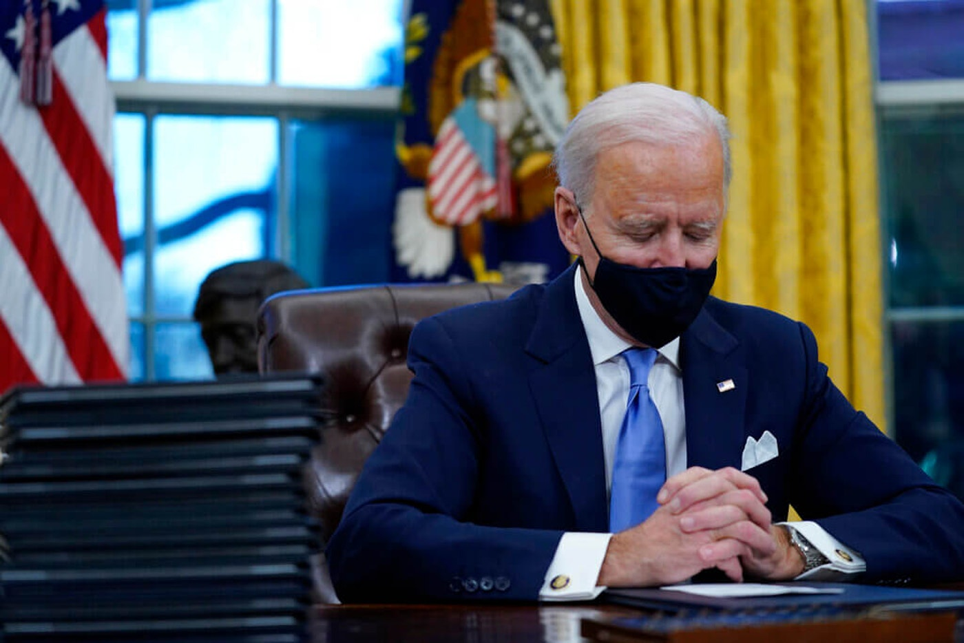 Biden signs executive orders dismanting the 1776 Commission and report