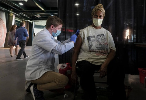 DETROIT, MI - NOVEMBER 10: A medical worker administers a Flu vaccination during a free flu clinic vaccination event held by Meijer at Comerica Park on November 10, 2020 in Detroit, Michigan. With Covid-19 cases skyrocketing around the US medical professionals fear that a bad flu season will only make things worse and further fill hospitals and deplete medical supplies around the nation. (Photo by Matthew Hatcher/Getty Images)